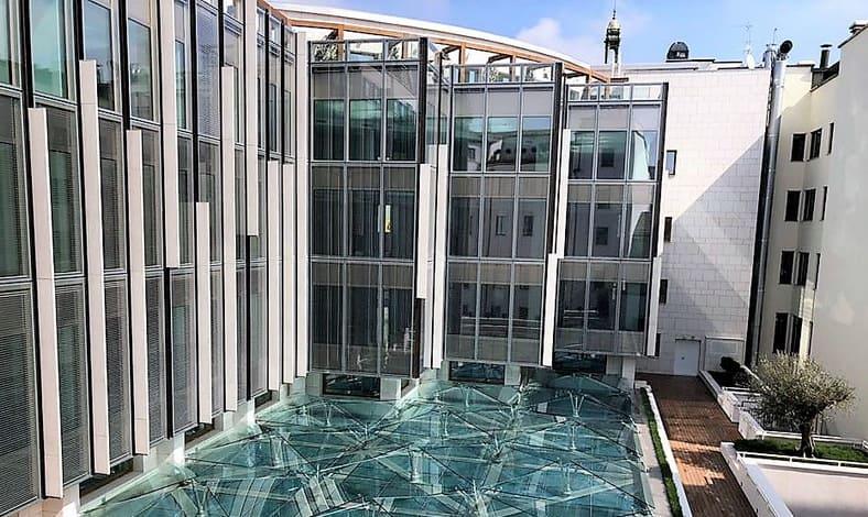 Sandsteintapete als moderne Fassadenverkleidung auf Aluminium
